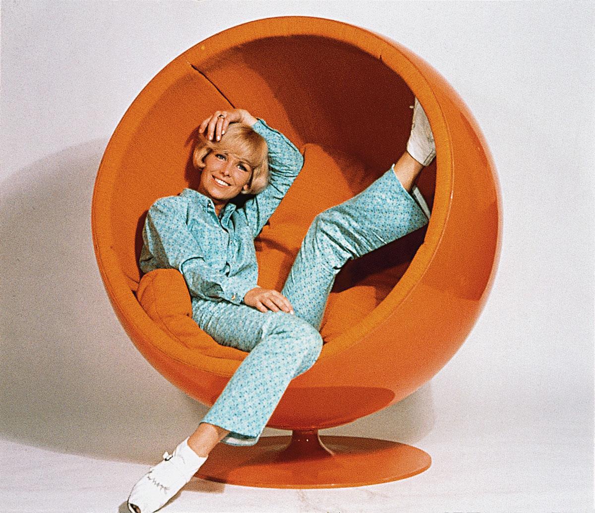 adelta ball chair door eero aarnio design oostende. Black Bedroom Furniture Sets. Home Design Ideas