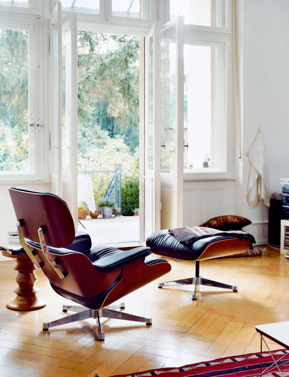 vitra lounge chair ottoman door charles ray eames design oostende. Black Bedroom Furniture Sets. Home Design Ideas